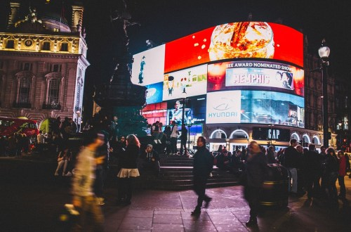 What is digital signage? - Kitcast Blog