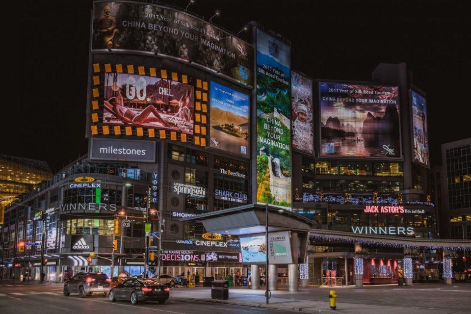Digital Signage in Shopping Mall - Kitcast Blog
