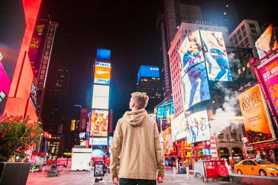 Make your DOOH screen a medium for your online users - Kitcast Blog