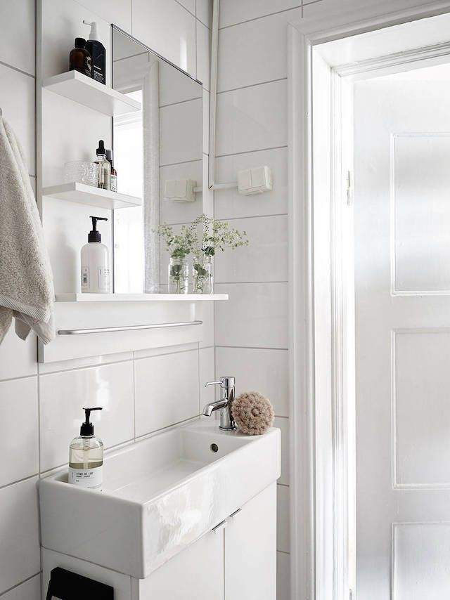 7 Ways to Maximize the Space in Your Small Bathroom Layout on Small Space Small Bathroom Ideas With Tub And Shower id=20892