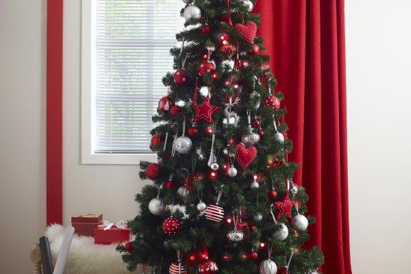 El yapımı yılbaşı ağacı.