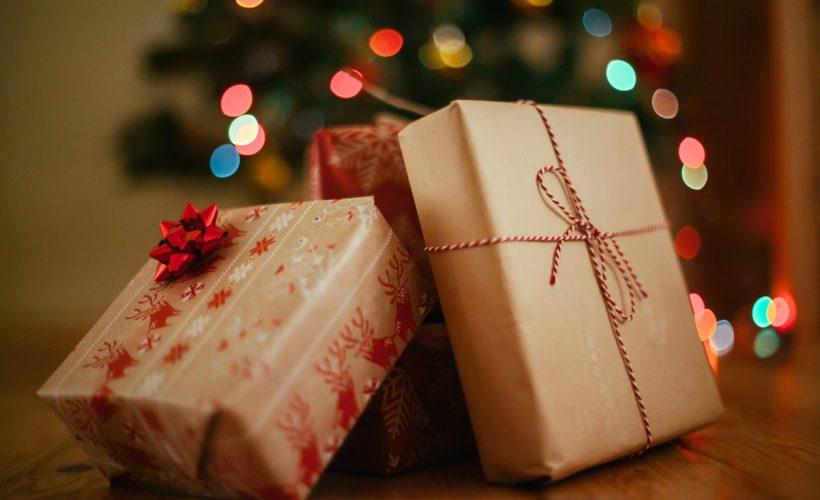 Paketlenmiş yılbaşı hediyeleri