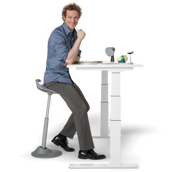 ce siege assis debout tres repandu dans les pays scandinaves assure une assise dynamique et donne la possibilite d effectuer de grands mouvements