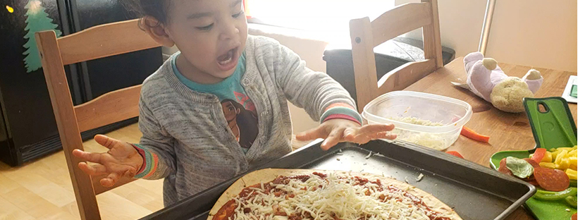 toddlers making pizza