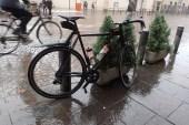 Ein Cappuchino im Regen in Bolzano