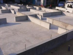 砕石クラシャラン厚150㎜敷き、鉄筋13㎜ 間隔200㎜ 150㎜のベタ基礎コンクリート