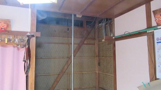 解体後の天井、壁
