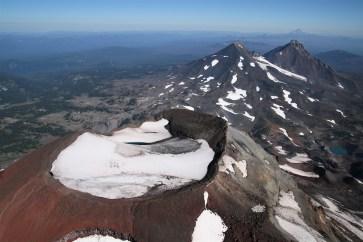 Three Sisters : 3157 m; 3062 m; 3074 m