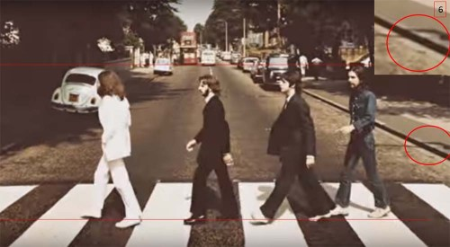 Tommy Nutter se encargó del vestuario de Ringo, Faul y John (es decir, no se fotografiaron con lo que llevaron puesto de casa sino que fue preparado). La excepción fue George, que prefirió aparecer con camisa y pantalones jeans.