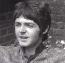 """19 de junio, entrevista del LSD, sólo pongo un par de fotogramas, pero merece la pena verla entera. Se ve que las cejas también estaban drogadas, pues están más caídas que nunca durante toda la entrevista, sin diferencia alguna según expresión. Con lo """"animadas"""" que habían estado…"""