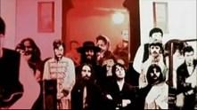 Faul aparece por primera vez desde que comenzó esta secuencia de imágenes. Se hace zoom al cuadro que forman John, Yoko, George y él, para pasar a la siguiente toma.