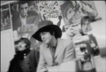 Aquí tenemos una imagen de Faul con su sombrerazo y John no demasiado contento.