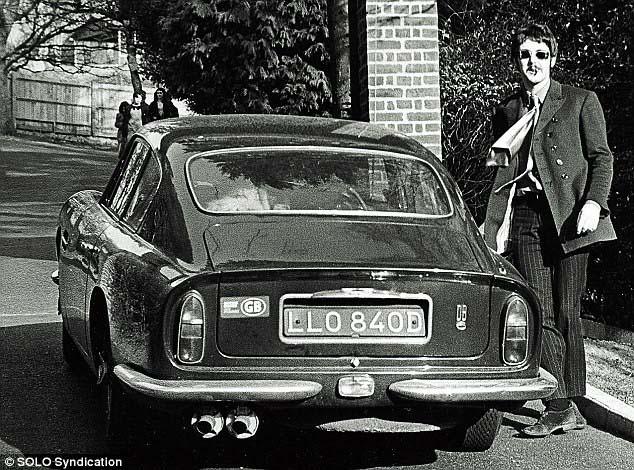 Faul Aston Martin