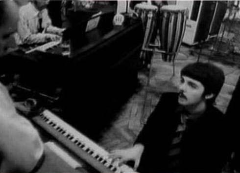 14. Faul toca el piano en a day in the life