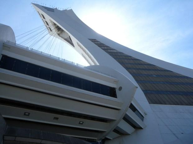 vue du mat en angle stade olympique