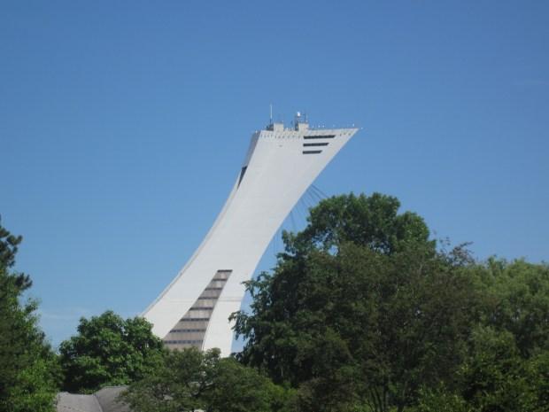 vue stade en été à partir du parc maisonneuve stade olympique