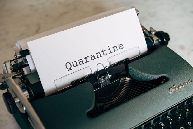 À compter du 21 février 2021, la quarantaine est devenue obligatoire  pour certaines catégories de voyageurs entrant sur le territoire canadien.