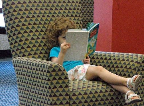 Dual Language Books Benefit Bilingual Children