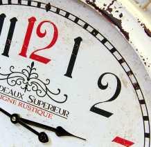 Reloj metálico de pared de gran formato