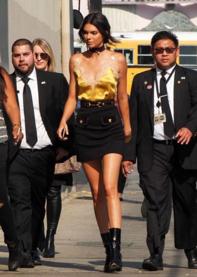 Kendall Jenner apprécie le caraco en guise de débardeur | Photo ©Getty Images