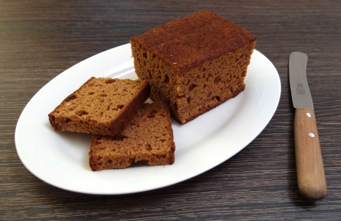 dutch_style_gingerbread_loaf_cut_open