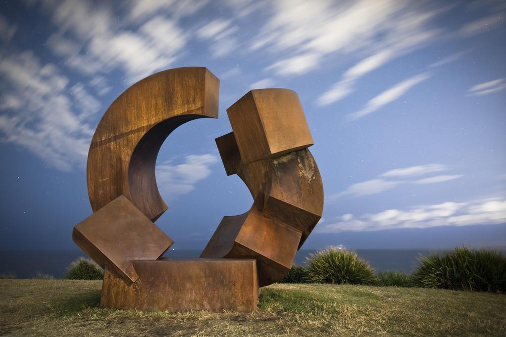 Lunettes De Soleil Géantes Sculpture En Métal Image