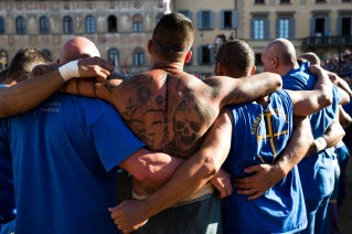 Piazza Santa Croce, Florence. Semi-final Azzurri vs Bianchi. Players warm up before the match.