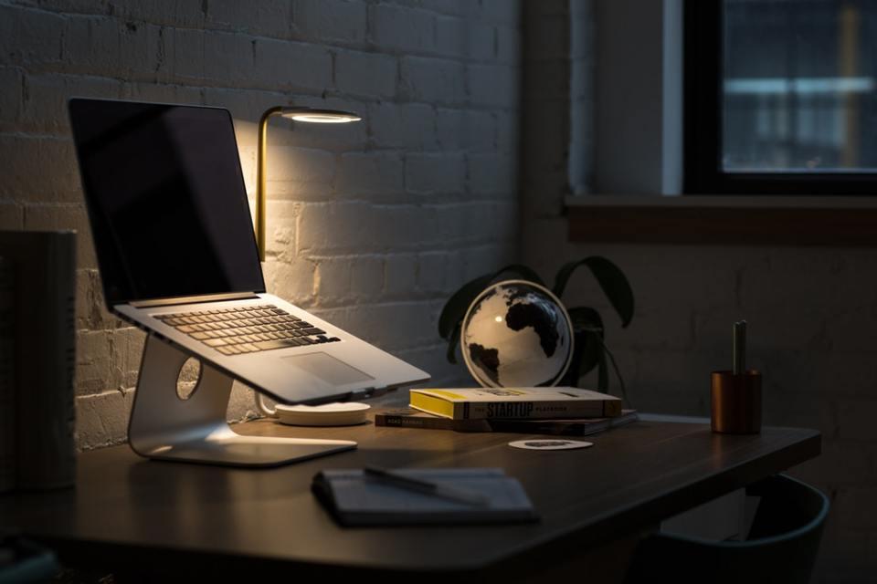 światło w fotografii kierunkowe z lampki