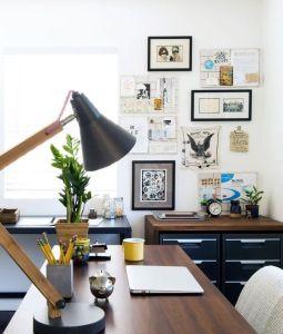 Sentez-vous à l'aise à votre bureau en ajoutant des plantes ou des affiches, photos, ...