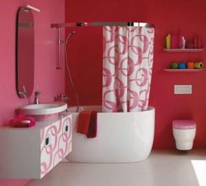 Envie d'une salle de bain girly ? Attention au total look rose !