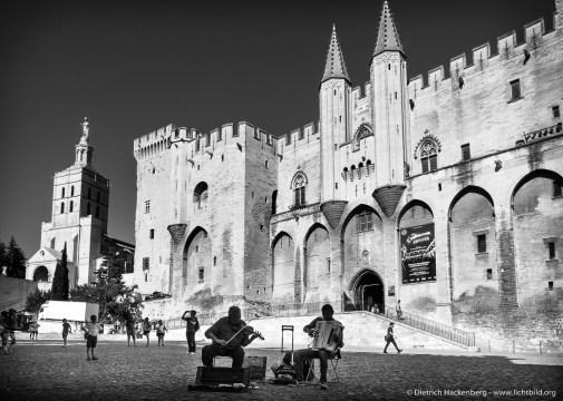 Der Papstpalast zu Avignon, Frankreich (frz. Palais des Papes) war zwischen 1335 und 1430 die Residenz verschiedener Päpste und Gegenpäpste. . Foto © Dietrich Hackenberg