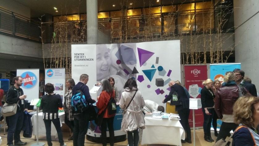 Senter for IKT i utdanningen sin stand med bl.a. demonstrasjon av Oculus Rift