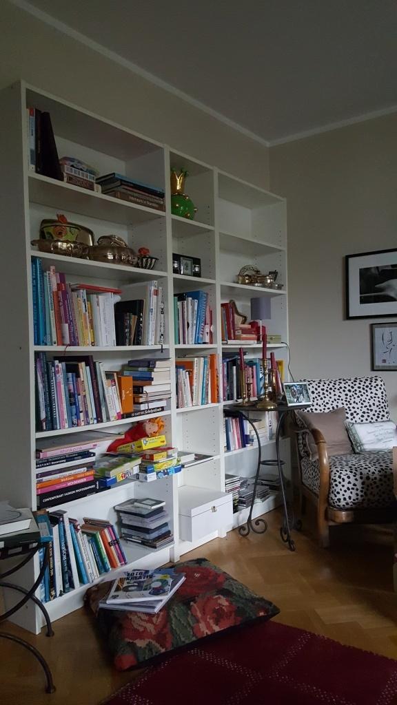 Aussortiertes Bücherregal