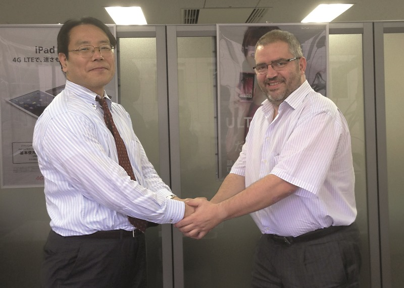 Mr. Takamasa Sasaki and Mr. Sisco Sapena shaking hands.