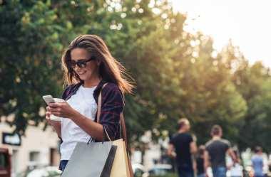 Como abrir uma loja de roupas femininas: veja dicas essenciais