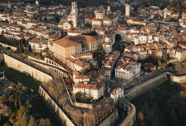 Foto aerea Bergamo e mura venete