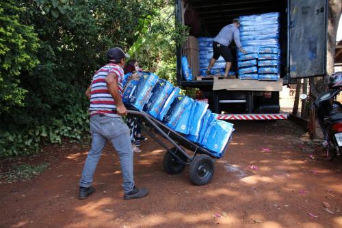 06.04.2020 Doação de Ração para Ong ADA - Fotos Vivian Honorato