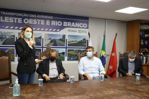 10.12.2020 Assinatura do contrato para execução de trincheira no cruzamento das avenidas Rio Branco e Leste-Oeste - Fotos Vivian Honorato