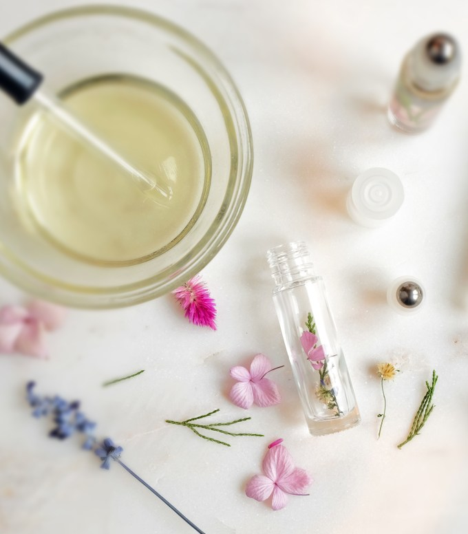 flower-perfume-making-2-blur-b
