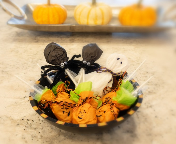 Halloween-lollipops-bowl-2