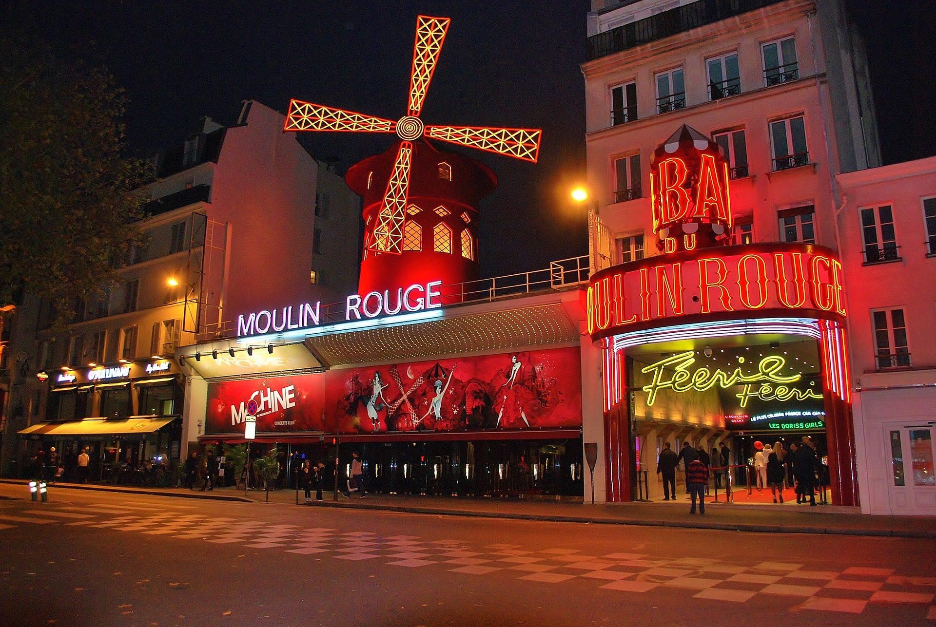 http://www.moulinrouge.fr/?lang=en