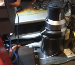 冷却器の本体です。サイクロン式掃除機をそのまま使っています。