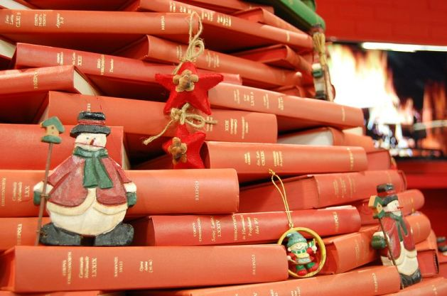 ornaments-christmas-tree-books