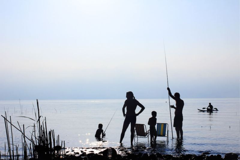 Mit der Familie nach Vitamin-b12-haltigen Lebensmitteln fischen