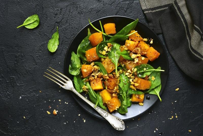 Gerösteter Kürbis, Walnuss und Spinat Salat