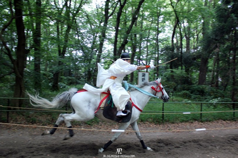 kyoto-aoi-matsuri-sanctuaire-shimogamo-jinja-cavalier-pleine-vitesse