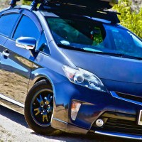 Yakima SkyBox Carbonite 16 on 3rd gen Prius