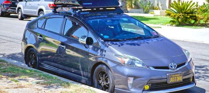 Yakima OffGrid Rooftop Cargo Basket on a 3rd Gen Prius