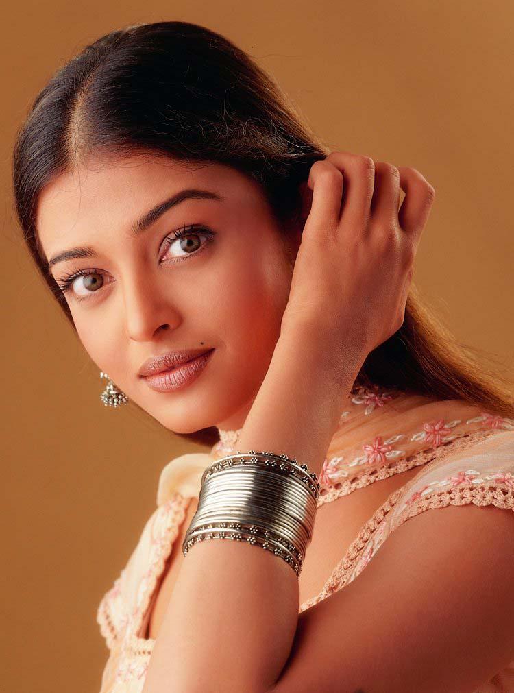 https://i1.wp.com/blog.maisnam.com/files/images/2005.02.08/aishwarya_rai.jpg
