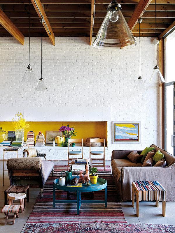 Quelle jolie décoration bohème et authentique pour le salon de cette villa sud africaine ! Retrouvez les autres photos de l'intérieur de cette maison dans l'article.
